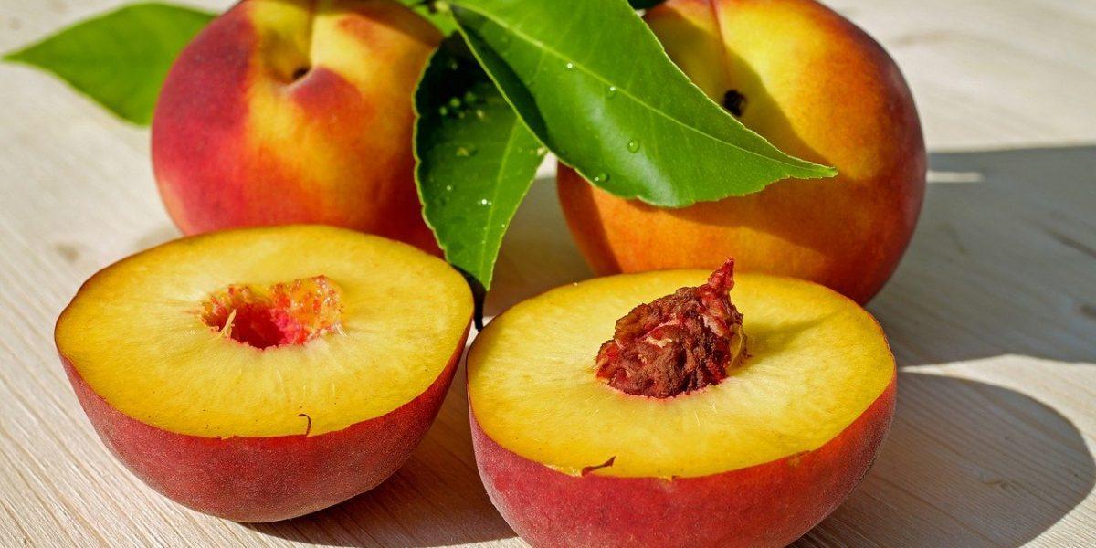 peaches-2573836_1280